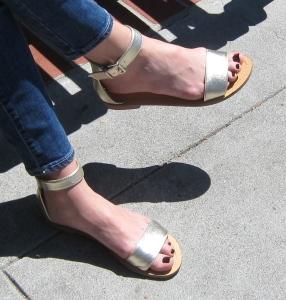 Low heeled sandals