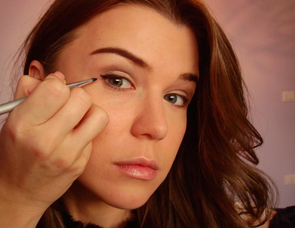 Winged eyeliner application