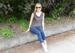 Janea in skinny jeans