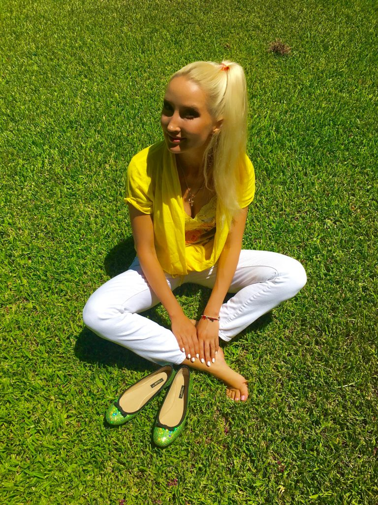 Liliya in yellow, 3