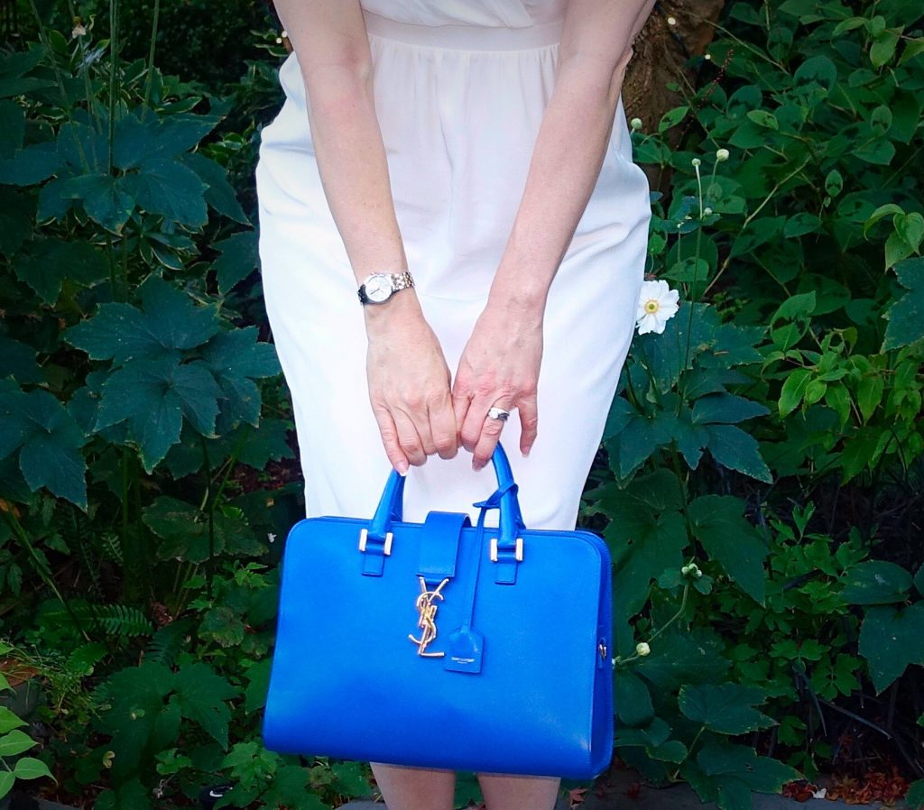 #OOTN - White dress and blue tote
