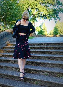 slimming crop top - midi skirt on stairs