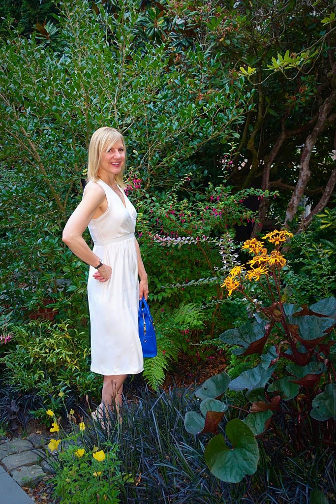 #OOTN - White dress in a magical garden