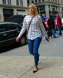 Button down summer style with skinny jeans