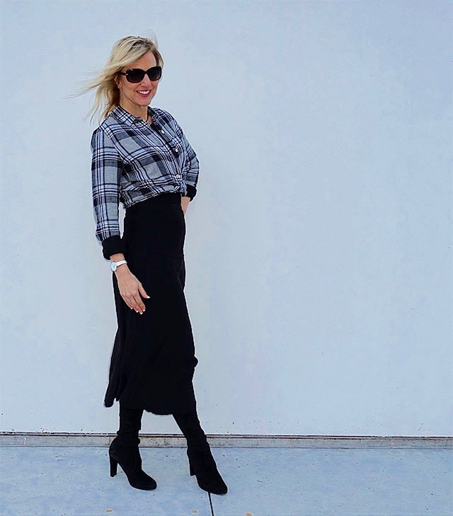 Flattering plaid shirt outfit