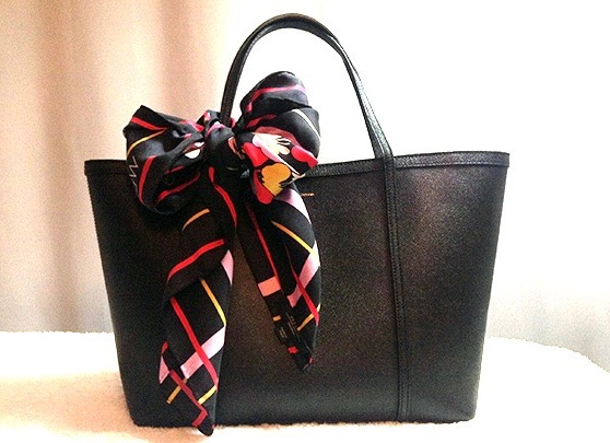 Decorating my handbag: D&G tote with Max Mara scarf